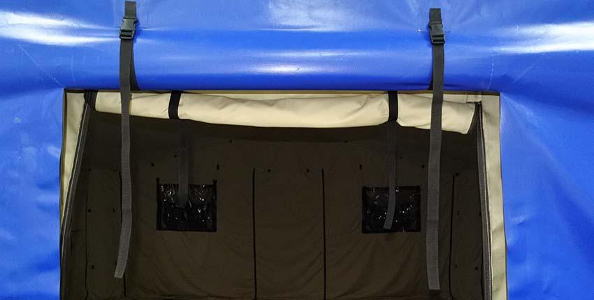 Открытая дверь универсальной модульной пневмокаркасной палатки TENTER ПКПМ вид снаружи